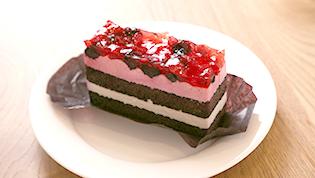いちごとブルーベリーのケーキ